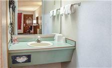 Econolodge Southeast Portland Bathroom Area