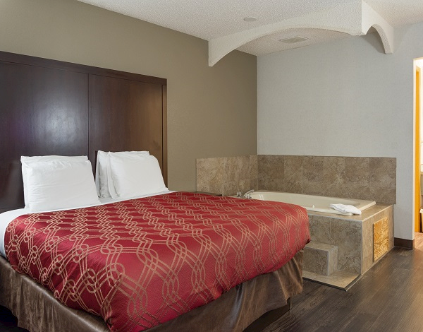 1 King Bed at Econolodge South East Portland