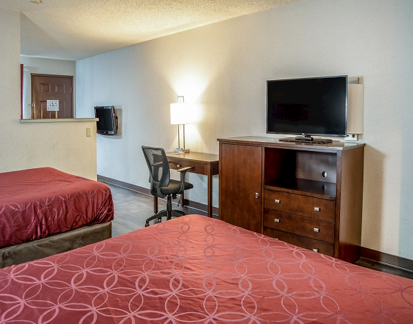 2 Queen Beds Suite in Econolodge South East Portland, Oregon